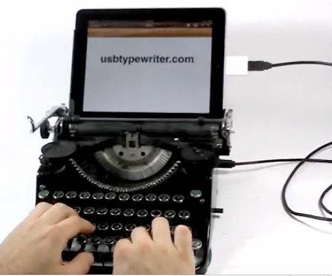 Artista adapta máquina de escrever para digitar no iPad