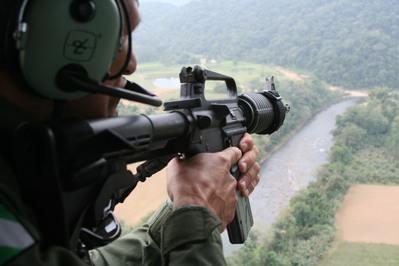 Equipamento de visão termal é usado nas buscas por fugitivo