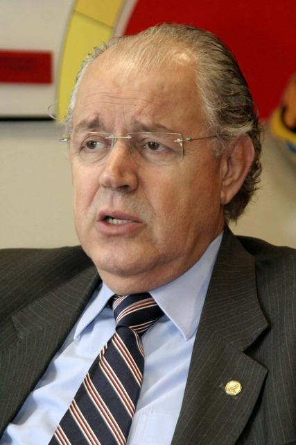 Deputado Federal Luiz Carlos Hauly fala sobre o convite para ser Secretário da Fazenda do Estado do Paraná. (Vídeo)