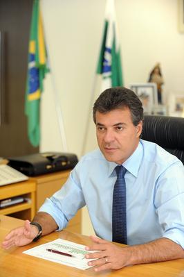 Richa cancela aposentadorias de ex-governadores