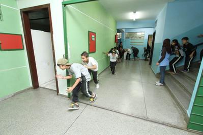 Escola simula situações de emergência para treinar professores, funcionários e alunos –