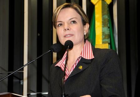 Gleisi Hoffmann comenta aprovaçãode projeto sobre o Tratado de Itaipu