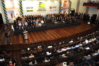 Beto Richa lança programa para atender 100 mil famílias com moradia