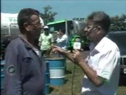 Limpeza do Ribeirão Cambezinho continua após acidente com caminhão de óleo diesel. (Vídeo)