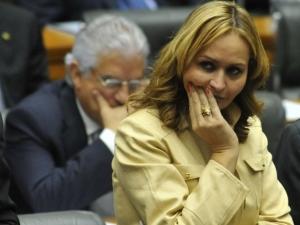Por 265 votos a 166, Câmara absolve deputada Jaqueline Roriz