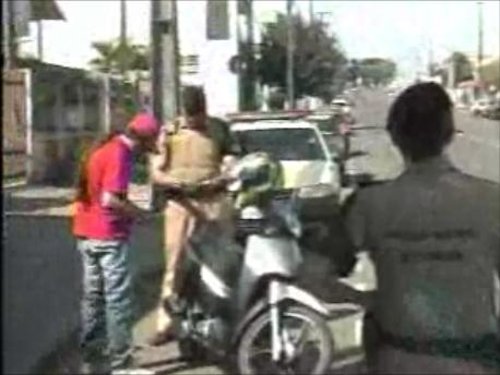 Polícia Militar realiza várias blitz na cidade de Cambé (Vídeo)