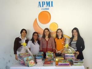 Empresa doa livros pedagógicos para a APMI