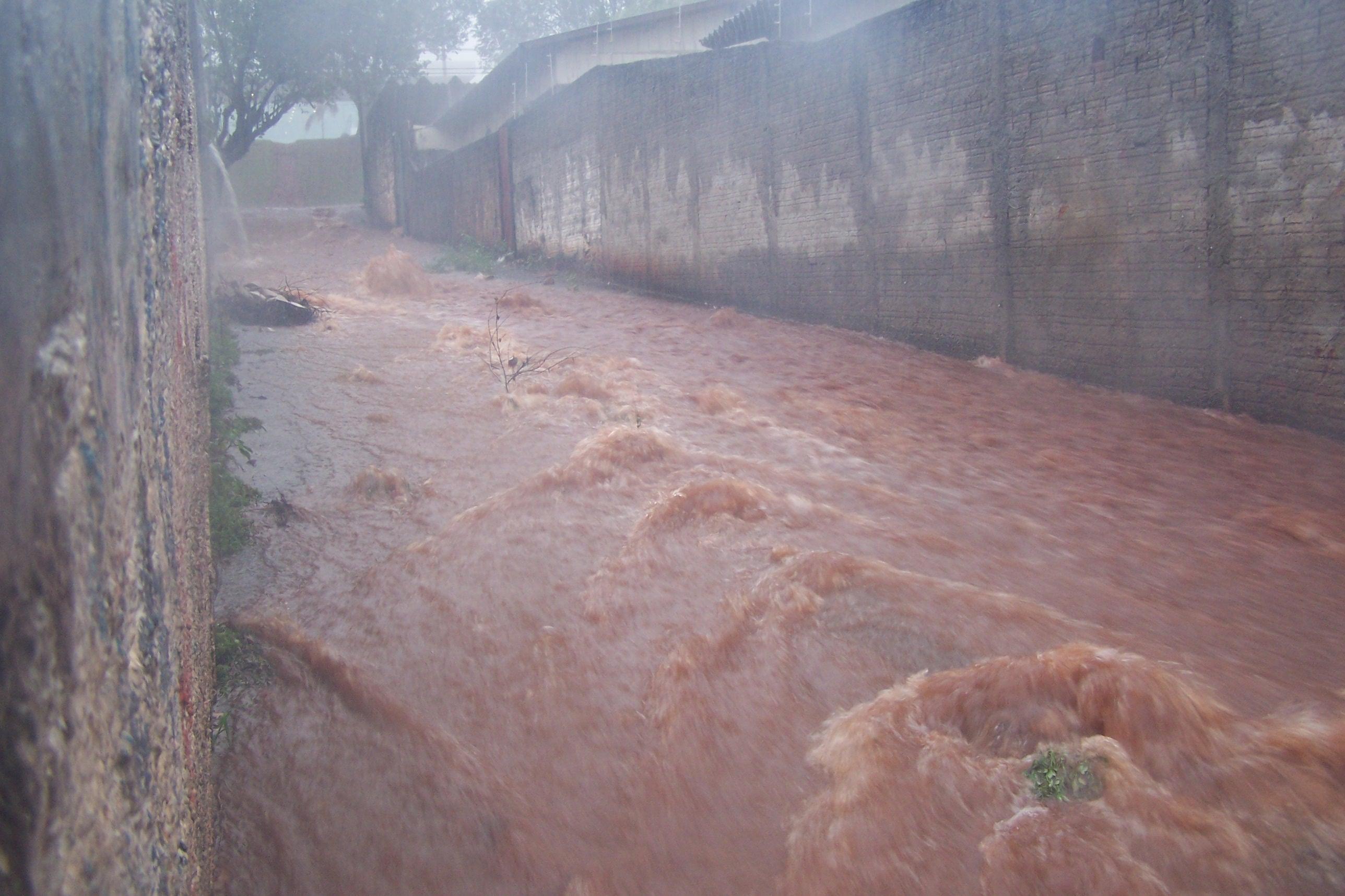 O fim de semana foi com muita chuva em Cambé