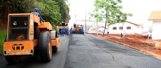 Comdec asfalta ruas do Conjunto Antonio Euthymio Casaroto