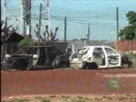 Carcaças de carros são abandonadas em Cambé ( Vídeo )