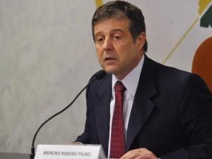 Ministro diz que agronegócio exportará mais de US$ 100 bilhões em 2012