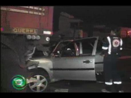 PR 445: Homem morre após colidir em caminhão estacionado