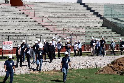 Técnicos da FIFA e do Comitê Local da Copa vistoriam Arena da Baixada