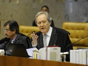 Relator vota a favor das cotas raciais na UnB e sessão do Supremo é suspensa