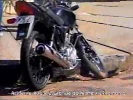 Acidente Auto x Moto na esquina da Rua Dinamarca com a Rio Grande do Norte (Vídeo)