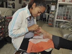 Contaminação por hepatite ameaça trabalho de manicures e tatuadores