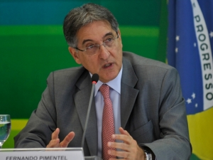"""Pimentel diz que país tem """"robustez fiscal"""" para crescer 4% em 2013"""