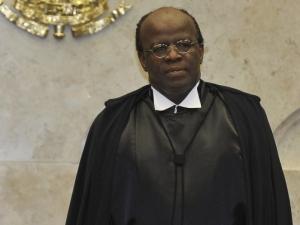 Como presidente do STF, Joaquim Barbosa critica desigualdade de acesso à Justiça