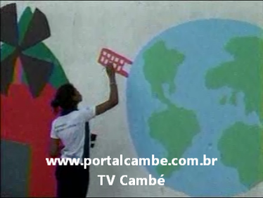 Alunos do Colégio Estadual Érico Veríssimo fazem pintura no muro da escola (Vídeo)