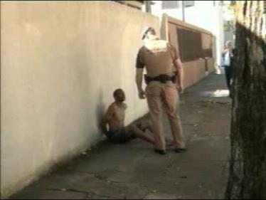 Elemento é detido após furtar alimentos na feira no centro de Cambé (Vídeo)
