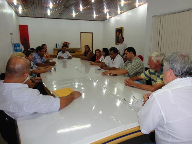 Membros do Grupo Cidadania e Ação de Cambé visitam Câmara