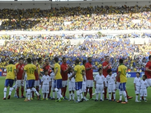 Brasil empata com a Inglaterra em jogo teste do novo Maracanã