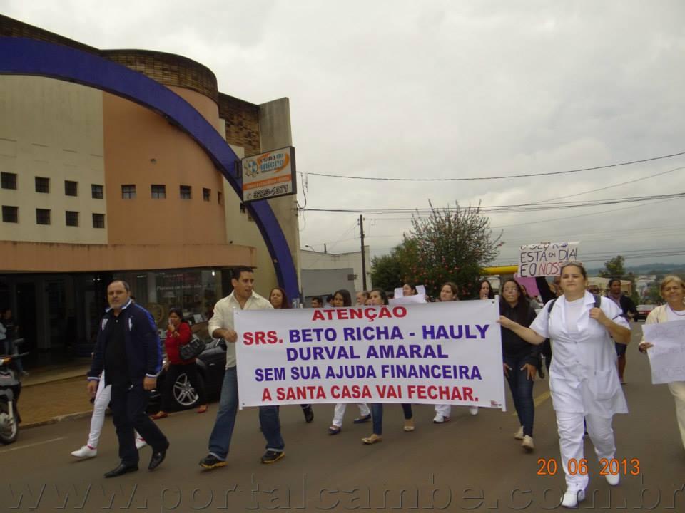 Sem receber salários do mês, funcionários da Santa Casa fazem novo protesto em Cambé (Vídeo)