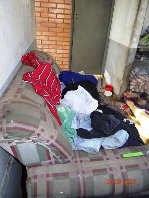 "Modulo Policial abandonado no Jardim Santo Amaro vira residencia de ""Mendigo"""