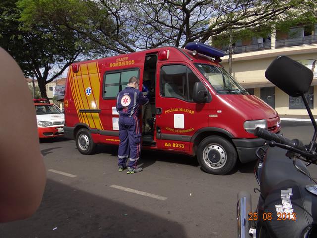 Colisão entre um carro e uma motocicleta deixa homem de 24 anos ferido no Jardim Santo Amaro