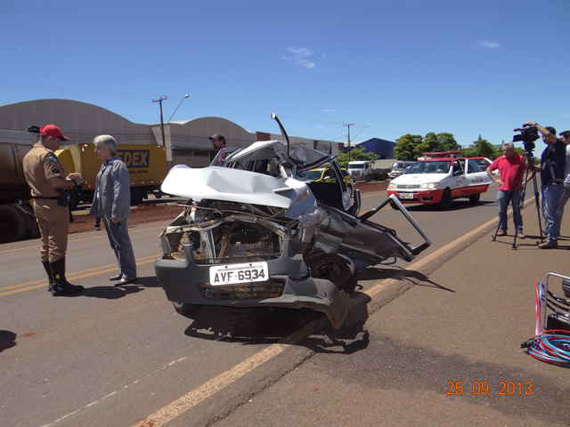 Colisão lateral deixa motorista gravemente ferido na PR 445 em Cambé