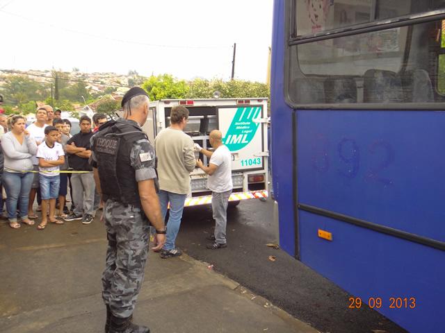 Rapaz é encontrado morto dentro de ônibus em Cambé
