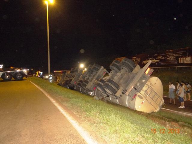 Capotamento de caminhão na PR-445 tira a vida de adolescente de 15 anos