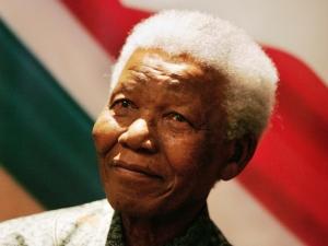 Nelson Mandela morre aos 95 anos