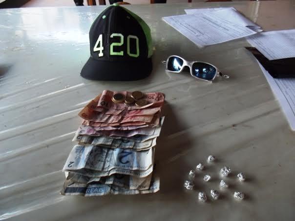 Menor é apreendido com drogas e dinheiro trocado no Jd. Tupy