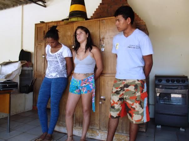Apreensão tres maiores e dois menores por trafico de drogas no Jardim Santo Amaro