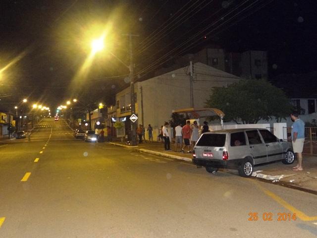 Acidente entre automóvel e motocicleta deixa dois feridos na Av. Inglaterra em Cambé