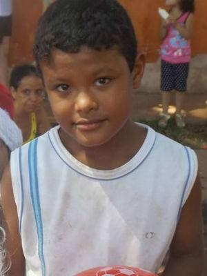 Menino de 9 anos é morto por três jovens e jogado em riacho no PR