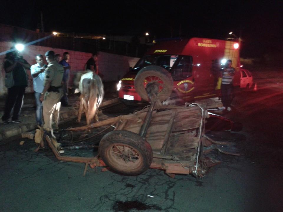 Acidente entre carroça e motocicleta deixa três pessoas feridas em Londrina