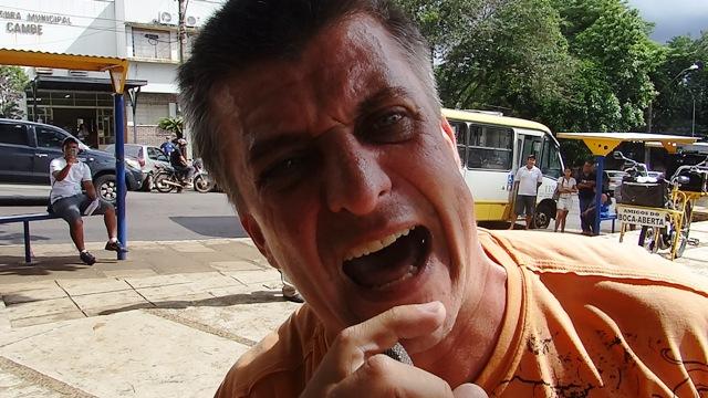 """Emerson Petriv """"Boca Aberta"""" é preso após protesto no Centro de Cambé (Vídeo)"""