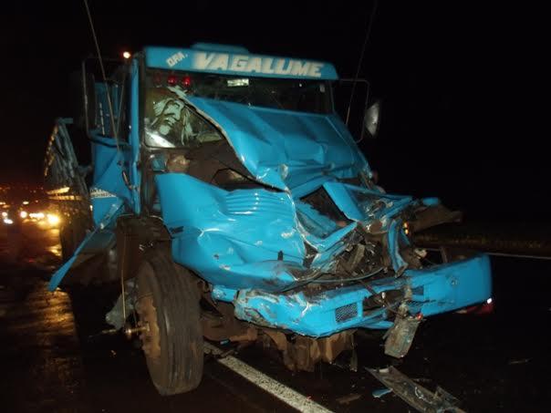 Acidente entre caminhões provoca congestionamento na BR-369 em Cambé