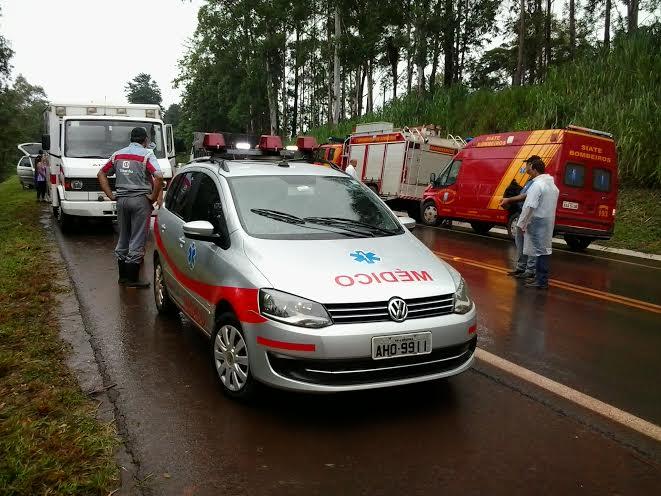 Colisão na PR-323 deixa três vítimas; uma presa nas ferragens em Londrina
