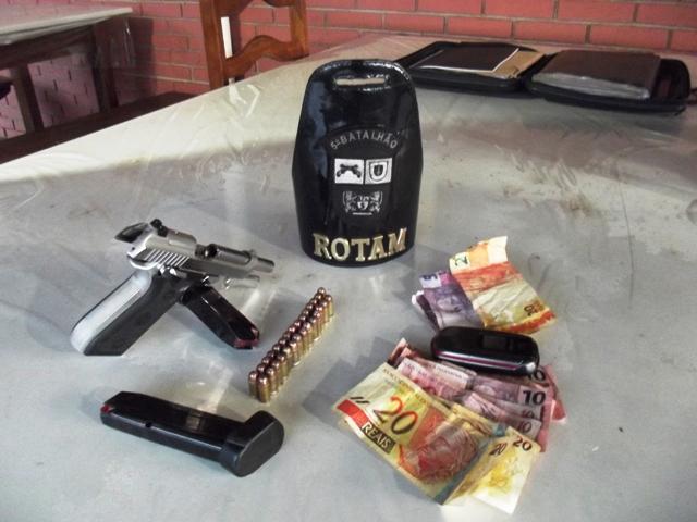 Câmeras de segurança mostram momento do assalto a farmácia no Jardim Santo Amaro