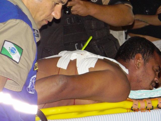 Homem leva facada nas costas após agredir uma mulher em Cambé