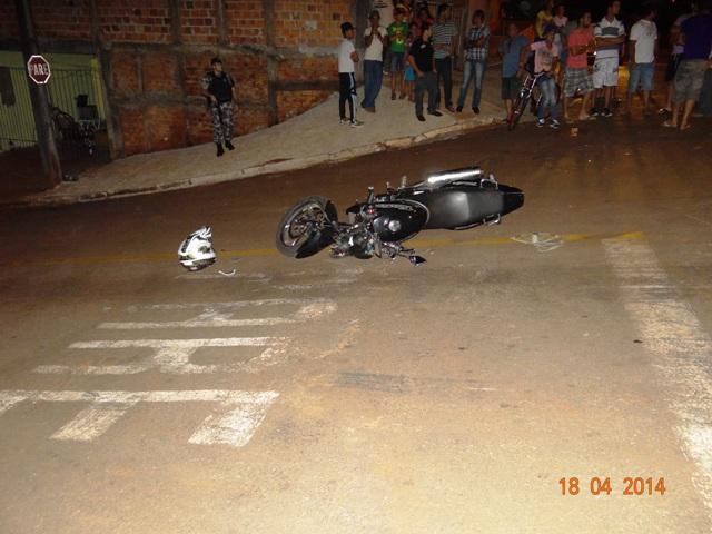 Sem habilitação jovem atropela motociclista e foge sem prestar socorro em Cambé