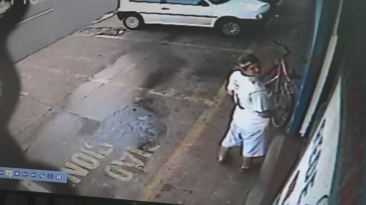 Câmeras de segurança flagraram ladrão de bicicleta em Cambé