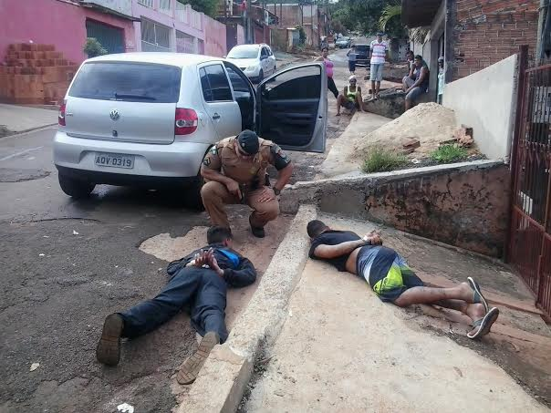 Jovem é presa pela Denarc com mais de 270 comprimidos de ecstasy em Londrina