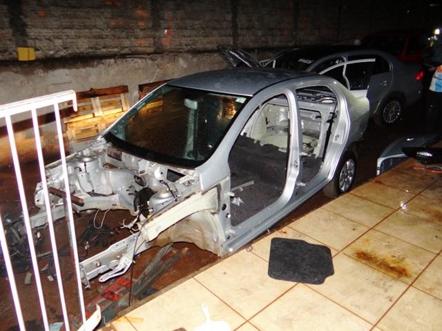"""Operação """"Lata Nova"""" fecha desmanche de veículos em Cambé"""