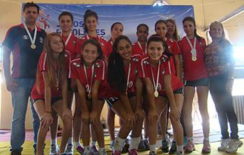 Colégio Andrea Nuzzi leva a medalha de ouro nas duas categorias do vôlei feminino