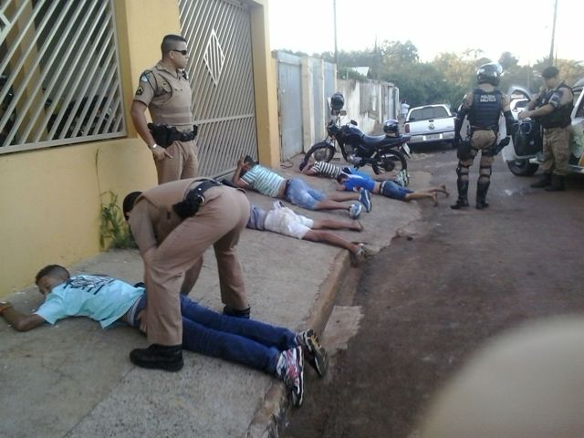 Polícia Militar de Cambé apreende drogas e uma arma no Jardim Ana Eliza III