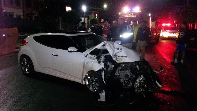 Veloster fica destruído após colisão contra arvore em Londrina